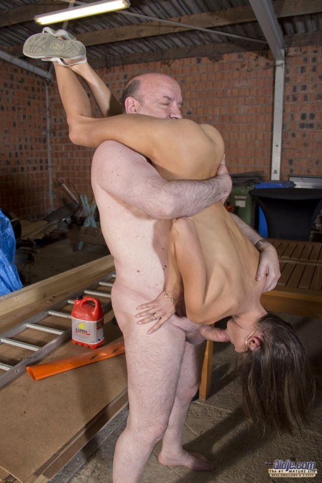 photo of oldman ful sex with girl