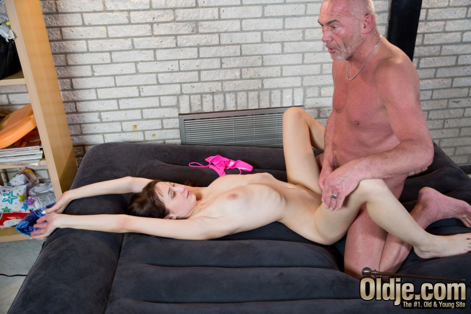 Oldman and young girl missionary fuck